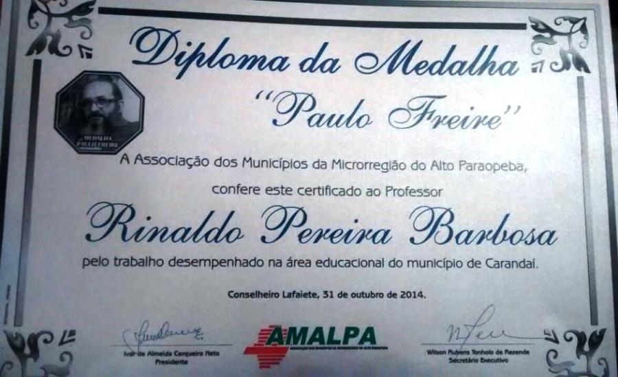 "Professor carandaiense recebe ""Medalha Paulo Freire"""