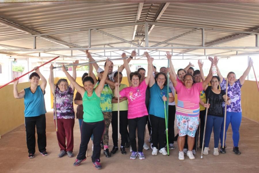 UBS promove exercícios físicos com idosos