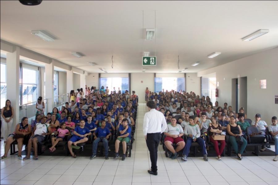 Palestra contra as drogas reúne jovens carandaienses